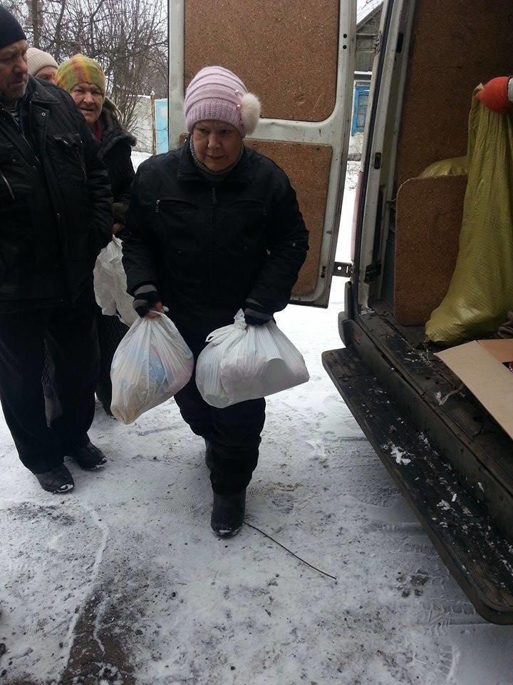 В старой части Авдеевки волонтеры раздали еще 200 продуктовых пакетов (фото), фото-2