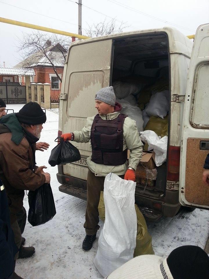 В старой части Авдеевки волонтеры раздали еще 200 продуктовых пакетов (фото), фото-1