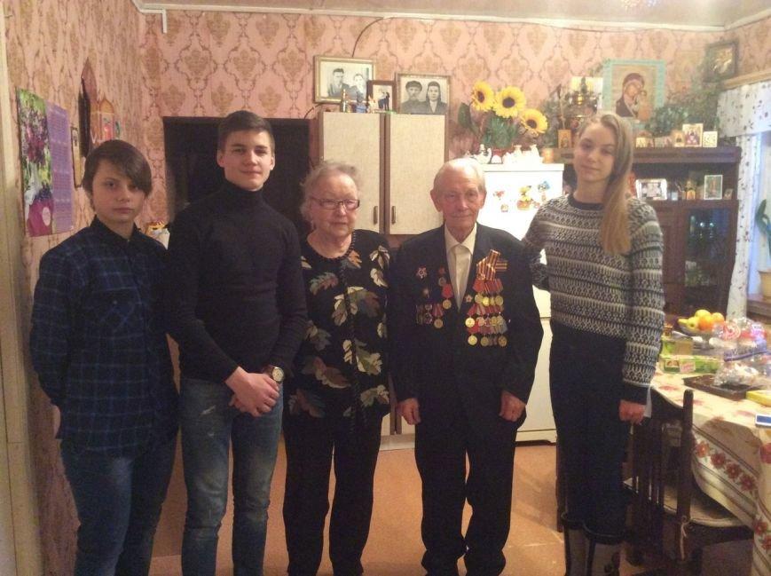 Ветерана ВОВ В.Ф. Катасонова поздравила с 89-летием домодедовская молодёжь и ветераны (фото) - фото 1