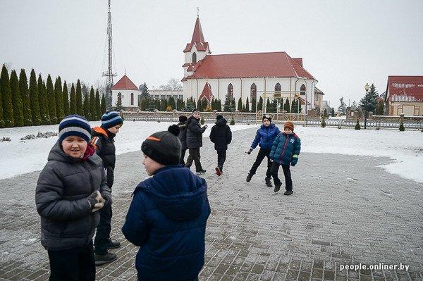 Жизнь в гродненском колхозе «Квасовка»: зарплата 7 млн и свинина за 60 тыс. (Фото), фото-46