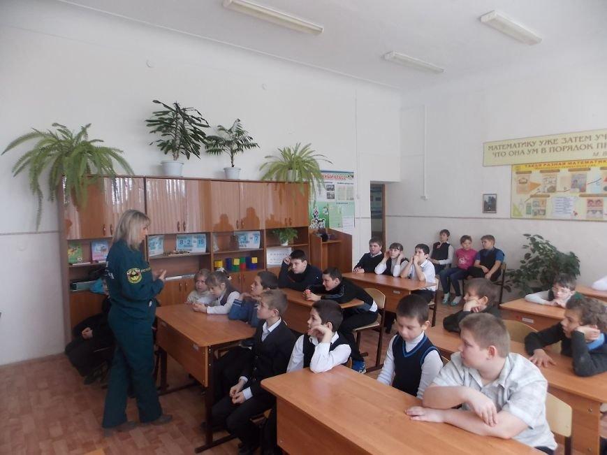 В гости к школьникам пришли сотрудники противопожарной службы (фото) - фото 1