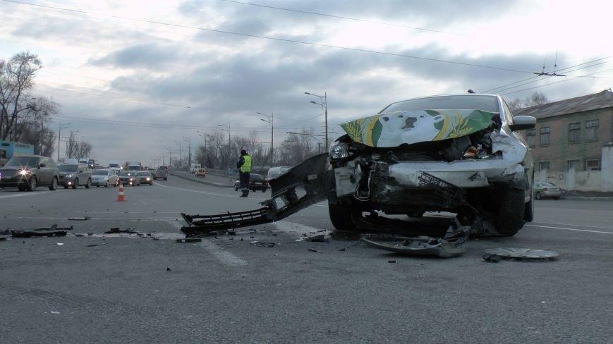 В Днепропетровске произошло ДТП, в результате которого пострадал пассажир (ФОТО) (фото) - фото 1