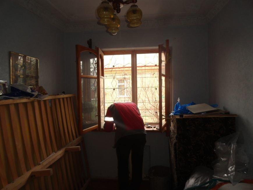 Мариупольца во время обстрела Восточного спасло чудо (ФОТОРЕПОРТАЖ) (фото) - фото 1