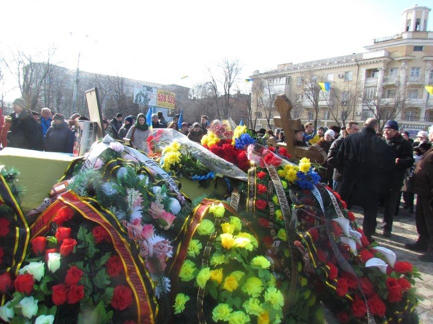 Мариупольцы простились с погибшим добровольцем (ФОТО+ВИДЕО), фото-2