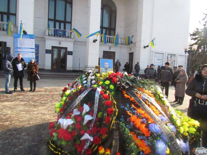 Мариупольцы простились с погибшим добровольцем (ФОТО+ВИДЕО), фото-1