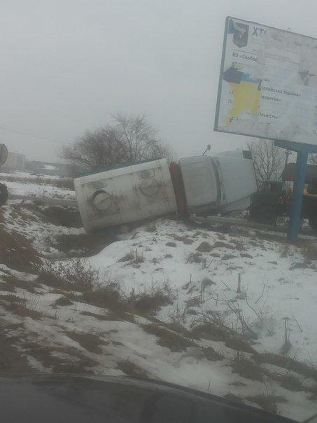 На Тернопільщині перевернувся молоковоз (фото) (фото) - фото 1