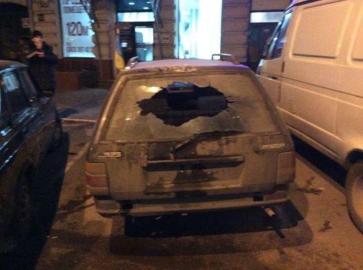 В Одессе в машину волонтера бросили коктейль Молотова (ФОТО) (фото) - фото 1