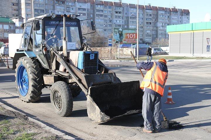 В Николаеве городские службы взялись за ремонт дорог после тяжелой зимы (ФОТО) (фото) - фото 1
