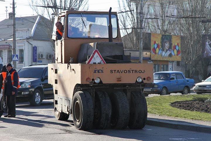 В Николаеве городские службы взялись за ремонт дорог после тяжелой зимы (ФОТО) (фото) - фото 3