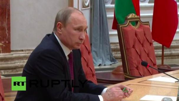 У Мінську Путін зламав ручку як Янукович (ФОТО, ВІДЕО), фото-2
