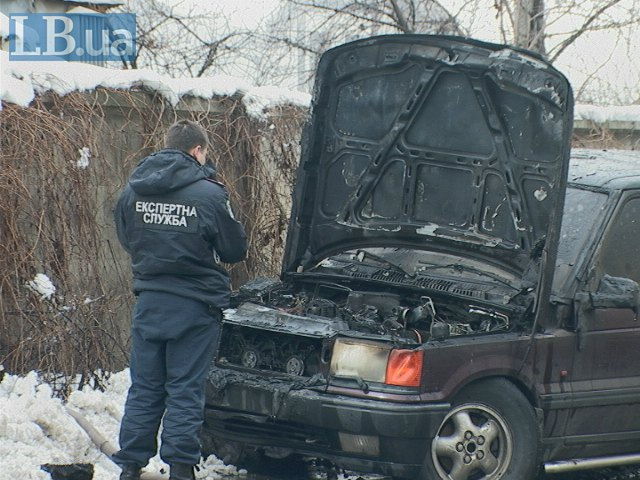В Киеве на Осокорках сгорел двухэтажный дом и Range Rover (ФОТО) (фото) - фото 1