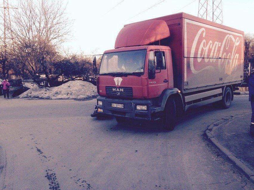 На улице Янгеля в Днепропетровске грузовик сбил мопедиста (ФОТО), фото-1