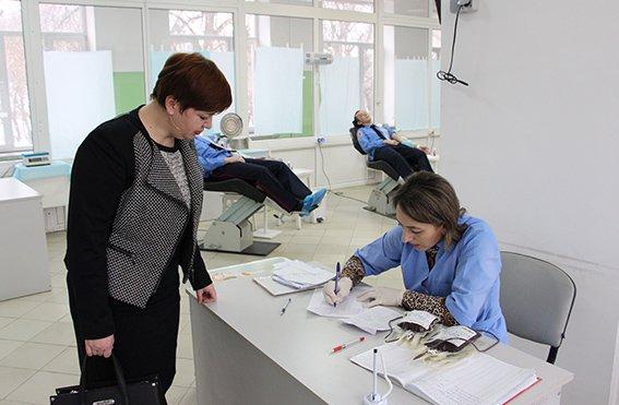 Львівські міліціонери здали свою кров, аби допомогли 13-річній дівчинці (ФОТОРЕПОРТАЖ) (фото) - фото 1