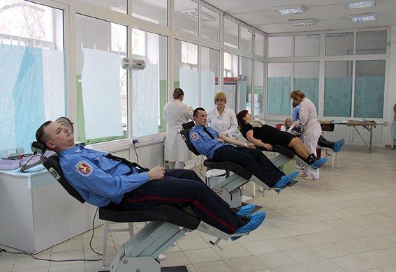 Львівські міліціонери здали свою кров, аби допомогли 13-річній дівчинці (ФОТОРЕПОРТАЖ) (фото) - фото 4