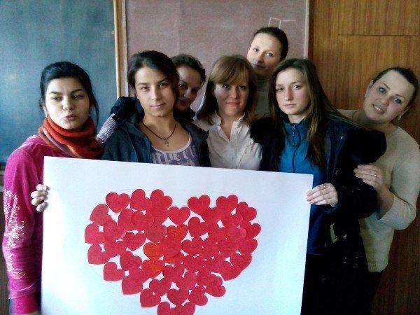 Львів'яни із малозабезпечених сімей виготовили валентинки (ФОТО) (фото) - фото 1