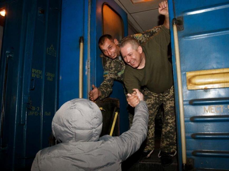 На Закарпаття повернулося 102 чопських прикордонника з зони АТО (ФОТО) (фото) - фото 1