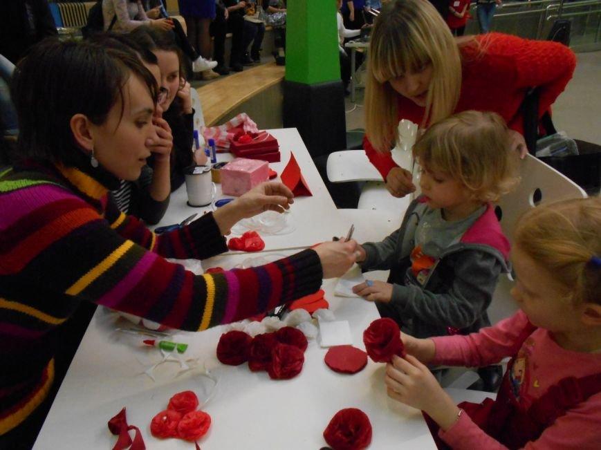 Волгоградцы поддержали акцию «Любовью дорожить умейте». ФОТО (фото) - фото 1