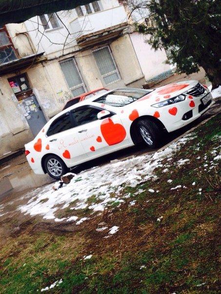 ФОТОФАКТ: Романтическая машина появилась в Симферополе ко Дню влюбленных (фото) - фото 2