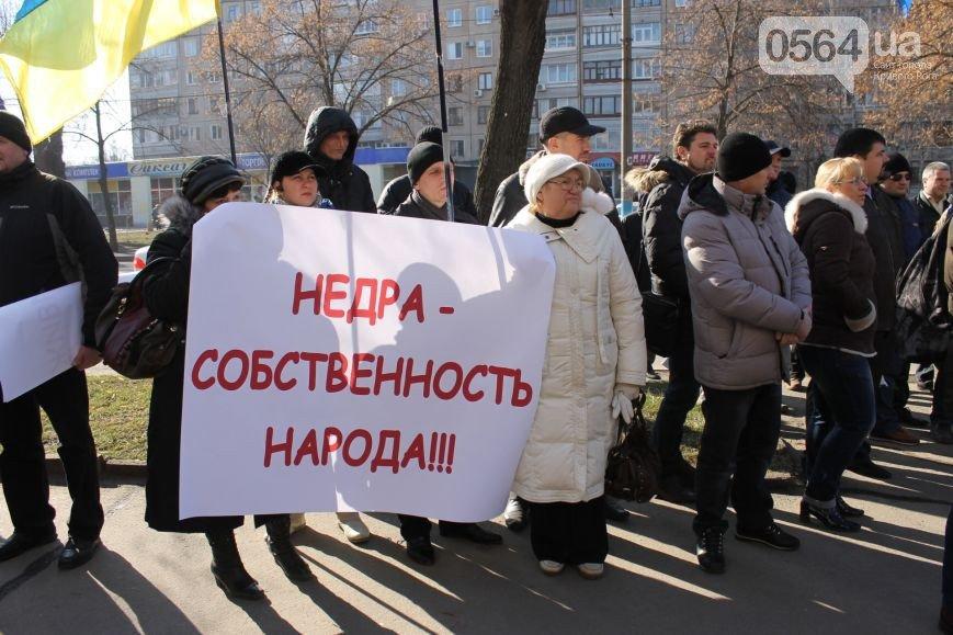 В Кривом Роге: напали на одного из лидеров акции протеста в горисполкоме, провели митинг под прокуратурой и повалили памятник Ленину (фото) - фото 2