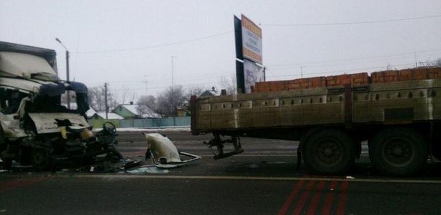 Около Песочина столкнулись два грузовика: один водитель погиб (ФОТО), фото-1