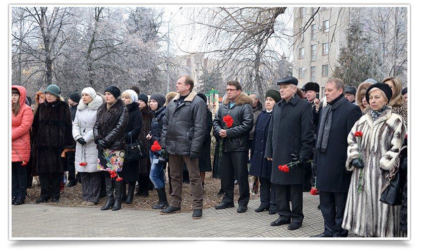 Митинг-реквием по погибшим за пределами страны прошёл в Славянске (фото) - фото 1