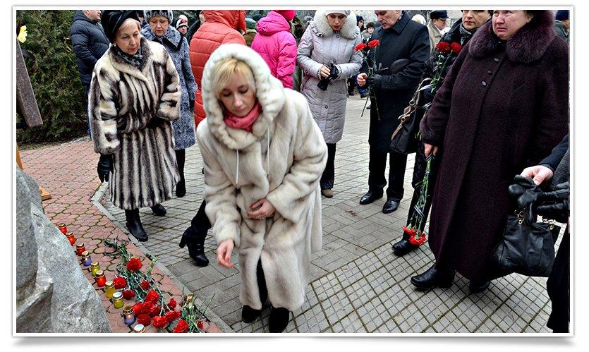 Митинг-реквием по погибшим за пределами страны прошёл в Славянске (фото) - фото 5