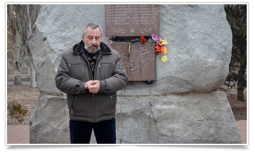 Митинг-реквием по погибшим за пределами страны прошёл в Славянске (фото) - фото 4