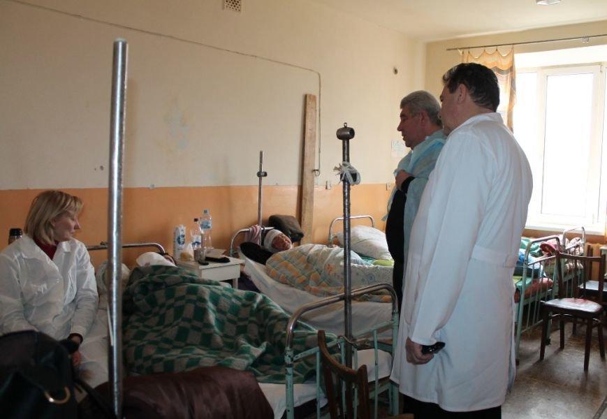 Алексей Рева оказал материальную помощь семьям погибших и раненым в результате обстрела Артемовска, фото-3