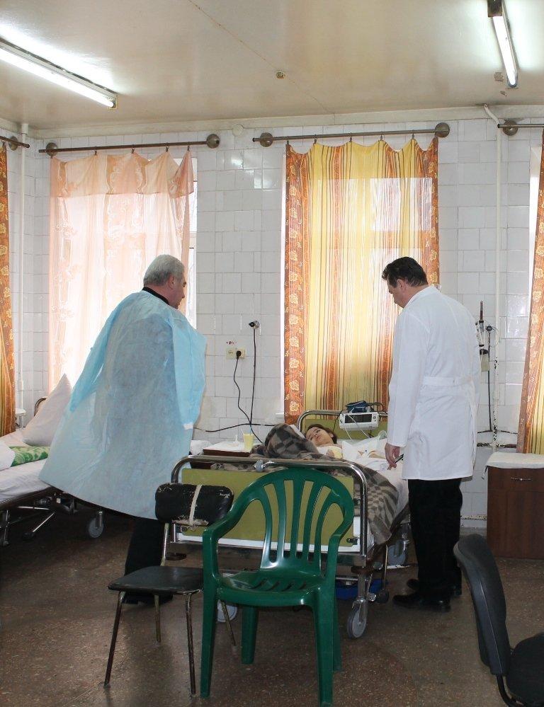Алексей Рева оказал материальную помощь семьям погибших и раненым в результате обстрела Артемовска, фото-1