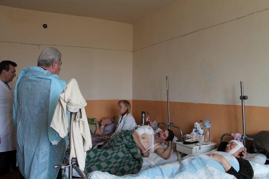 Алексей Рева оказал материальную помощь семьям погибших и раненым в результате обстрела Артемовска, фото-4