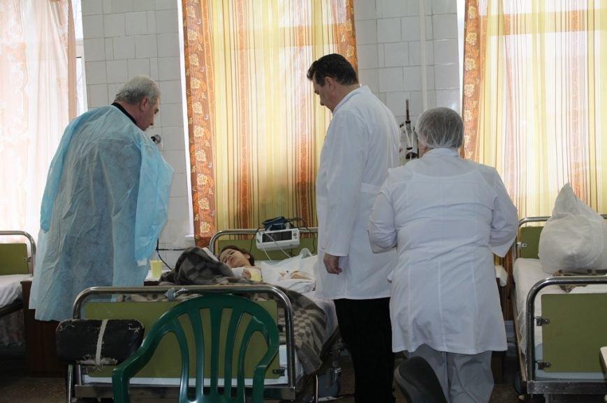 Алексей Рева оказал материальную помощь семьям погибших и раненым в результате обстрела Артемовска, фото-2