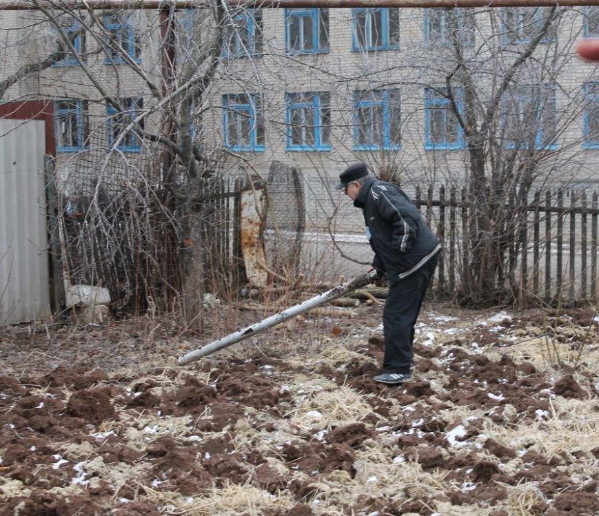 Жители микрорайона «Забахмутка» Артемовска приходят в себя после вчерашнего обстрела, фото-5