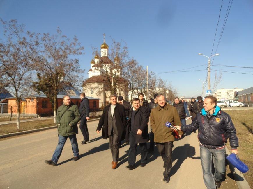 Сергей Тарута под звуки канонады осмотрел разрушения на Восточном (ФОТОРЕПОРТАЖ) (фото) - фото 1