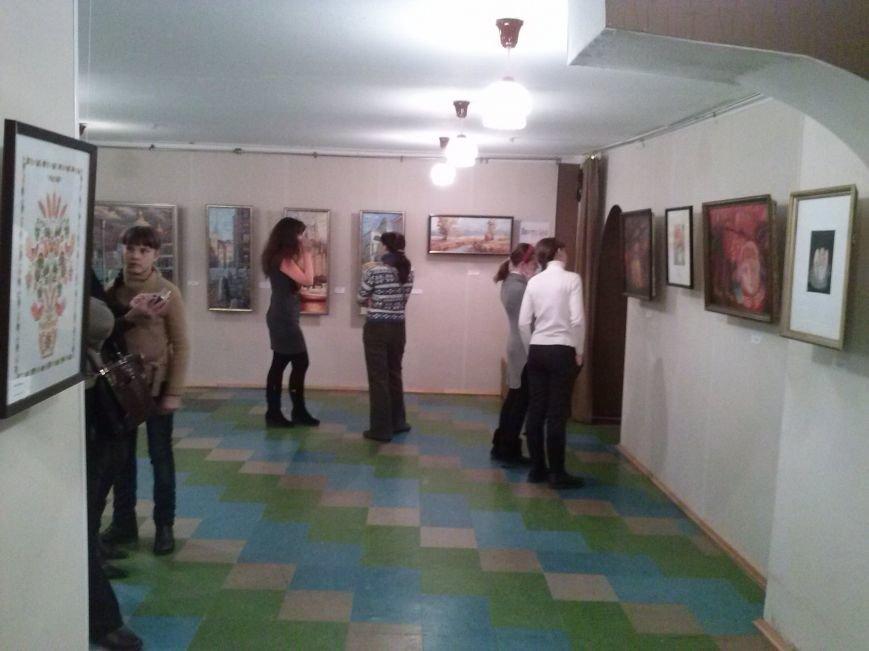 В театре-студии «Десятый квартал» открылась выставка работ художников Днепродзержинска, фото-1