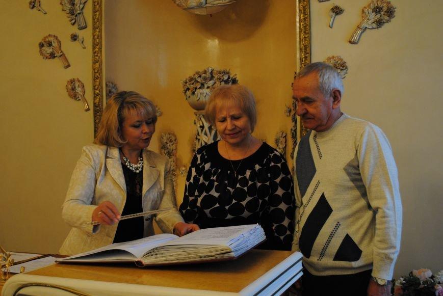 В Харькове супружеские пары, которые прожили более сорока лет вместе, вновь пошли под венец (ФОТО+ВИДЕО), фото-5