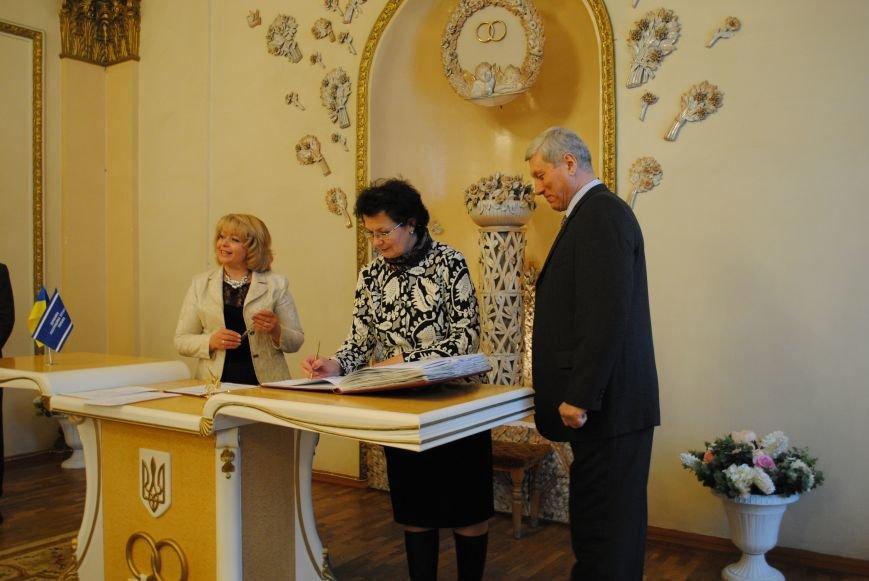 В Харькове супружеские пары, которые прожили более сорока лет вместе, вновь пошли под венец (ФОТО+ВИДЕО), фото-9