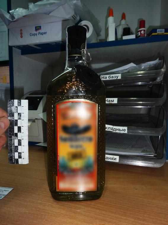 Житель Харьковщины пытался «стащить» из супермаркета элитный алкоголь (ФОТО) (фото) - фото 1