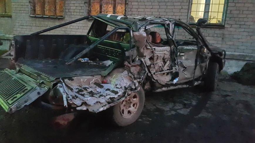 Полк «Азов» показал во что превратился их пикап после столкновения с танком под Мариуполем (фото) - фото 1