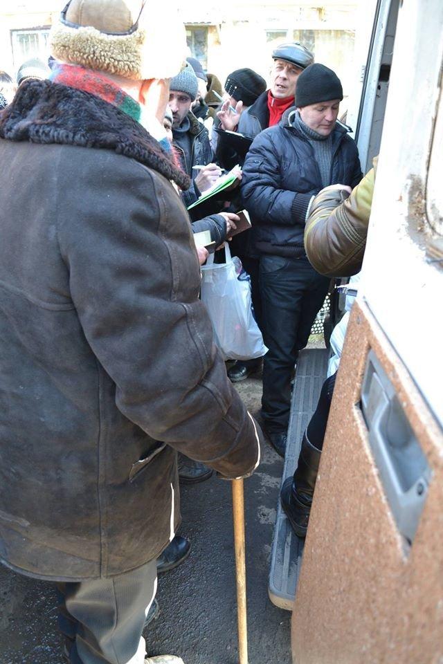 Волонтеры доставили в Авдеевку еще 250 наборов от чешской организации «Человек в беде» (фото), фото-3