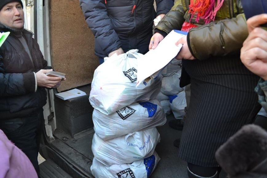 Волонтеры доставили в Авдеевку еще 250 наборов от чешской организации «Человек в беде» (фото), фото-4