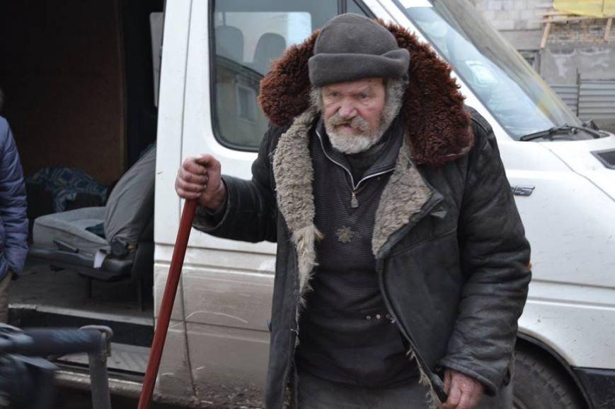 Волонтеры доставили в Авдеевку еще 250 наборов от чешской организации «Человек в беде» (фото), фото-11