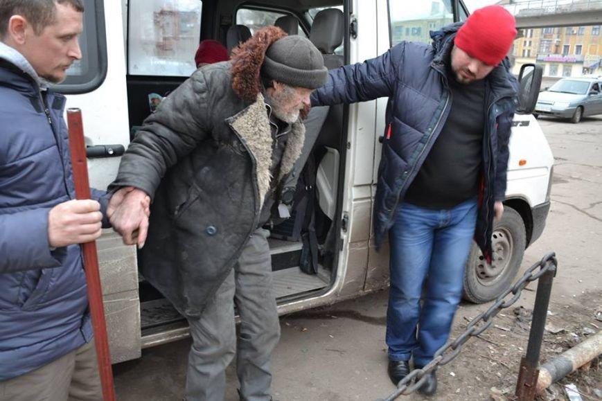 Волонтеры доставили в Авдеевку еще 250 наборов от чешской организации «Человек в беде» (фото), фото-10