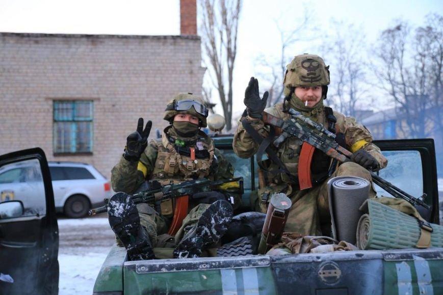 Под Мариуполем ведутся обстрелы из стрелкового оружия, фото-1
