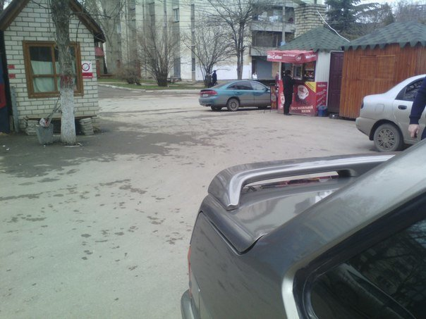 ФОТОФАКТ: В Симферополе водителям за неправильную парковку прокалывают шины, фото-2