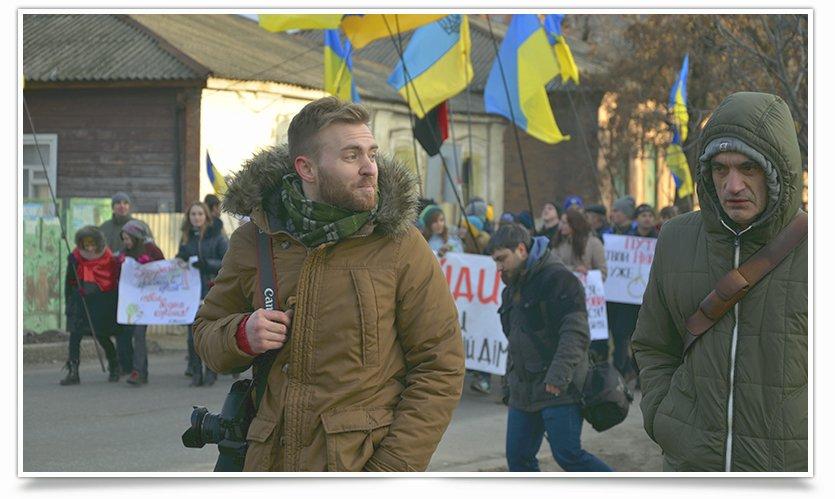 В Славянске люди почтили память жертв обстрела в Краматорске (фото) - фото 3