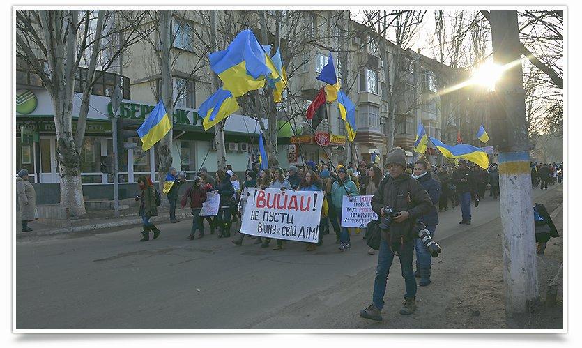 В Славянске люди почтили память жертв обстрела в Краматорске (фото) - фото 1