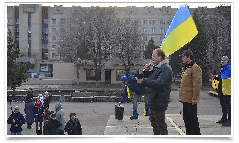В Славянске люди почтили память жертв обстрела в Краматорске (фото) - фото 5
