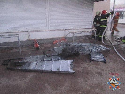 Фотофакт: на Грандичском рынке загорелся павильон (Обновлено), фото-6