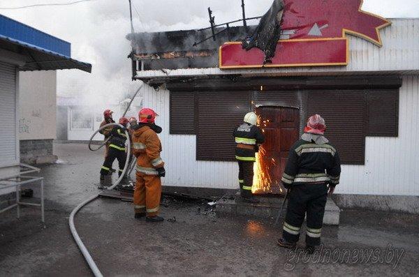 Фотофакт: на Грандичском рынке загорелся павильон (Обновлено), фото-2