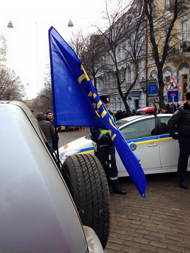Одесских прокуроров во время акции охраняют сотни милиционеров и Самооборона (ИНФОРМАЦИЯ ОБНОВЛЯЕТСЯ) (фото) - фото 1